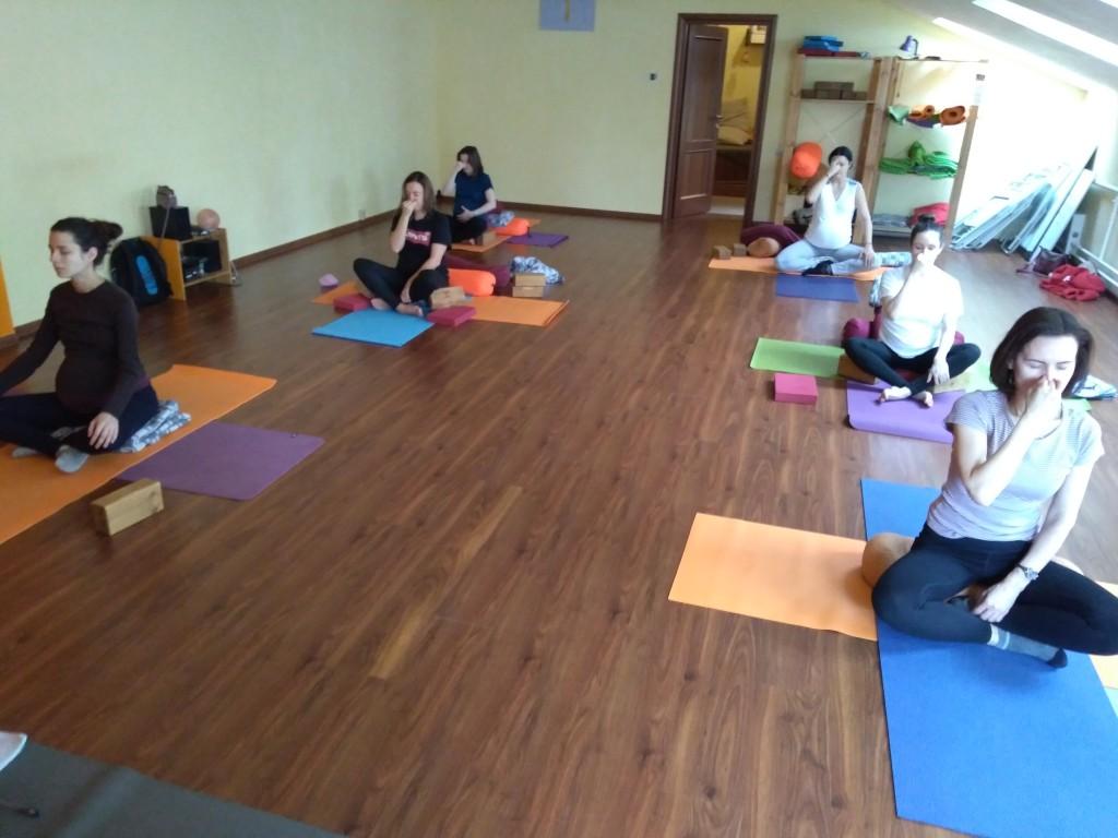 pregnant yoga108